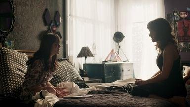 Laura se recusa a conversar com Adriana sobre o seu trauma - Ela afirma que vai se esforçar para superar os problemas que está enfrentando com Rafael