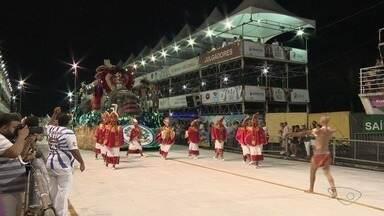Confira os desfiles da Tradição Serrana, Barreiros e Rosas de Ouro - Segundo dia de desfiles acontece neste sábado (3).