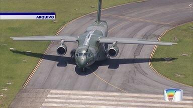 Negociações de fusão da Embraer com americana Boeing avançam - Colunista de 'O Globo' informou que empresas concordaram em criar uma nova companhia focada em aviação comercial.