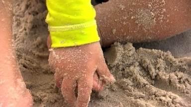 Fantástico testa a qualidade da areia de seis praias do país - Pesquisadores encontraram Escherichia coli, que provoca diarreia e infecções urinárias, e fungos, que entre outros problemas causa micoses.