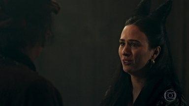 Lucrécia faz planos para o casamento com Rodolfo - Lucrécia fica preocupada que Rodolfo mude de ideia