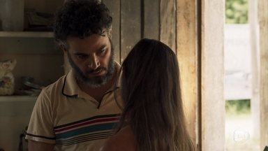 Juvenal decide se casar com Desirée - O lapidador pede para falar com o pai da moça, e ela é repreendida por Caetana