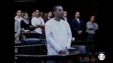 Traficante Elias Maluco vai mais uma vez a julgamento - Começou no início da tarde desta quarta-feira (7) mais um julgamento do traficante Elias Pereira da Silva, o Elias Maluco. Em 2005, ele foi condenado a 28 anos pelo assassinato do jornalista Tim Lopes.