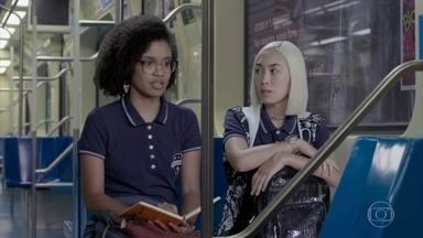 Tina escreve versos de uma música - Ellen aconselha a amiga a voltar para a casa dos pais para apoiar Mitsuko