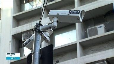 TCM cobra explicações da Prefeitura de SP sobre instalação de câmeras no Carnaval de Rua - Tribunal de Contas do Município deu 48 horas para esclarecimentos. Dono da empresa que instalou equipamentos presta depoimento à polícia e nega que tenha energizado o poste.