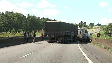 Polícia investiga ataque à carros fortes na região de Ponta Grossa - Uma chácara na região é suspeita de ter sido usada no planejamento.