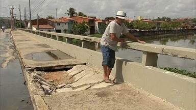Buraco toma travessia de pedestre na Aerolândia, em Fortaleza - Confira mais notícias em G1.globo.com/ce