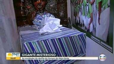 Conheça alguns segredos do desfile do Homem da Meia Noite - Roupa já está pronta para a apresentação de um dos símbolos da folia de Pernambuco