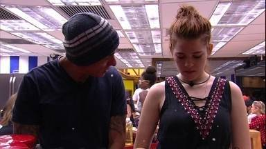 Ana Clara diz que está preocupada com Ayrton: 'Você está se excluindo' - Pai conversa com filha sobre paredão