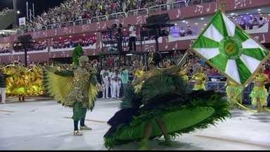 Primeiro casal de mestre-sala e porta-bandeira do Império representa fênix e dragão chinês - Primeiro casal de mestre-sala e porta-bandeira do Império Serrano representa fênix e dragão chinês