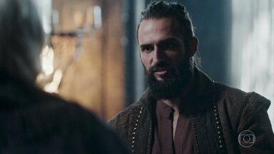 Catarina e o duque se sentem vitoriosos quando Augusto indica o duque para ser o general - Constantino diz que Hermes precisou se ausentar para resolver uns problemas pessoais