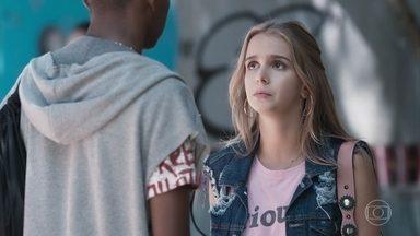Clara pede desculpas a Fio pelo incidente na lanchonete - Fio diz à loira que eles não podem continuar juntos