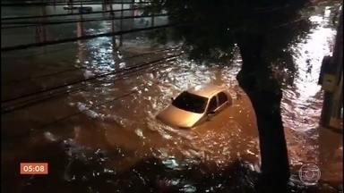 Temporal deixa Rio de Janeiro em estado de atenção - A chuva forte veio acompanhada de raios e rajadas de vento e vários pontos da cidade ficaram alagados.