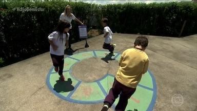 Escola aposta em aulas de educação física diferentes - A escola fica em Santo André (SP). A ideia é ampliar o conhecimento das crianças, para que elas tomem um pouco mais de consciência das possibilidades de movimento.