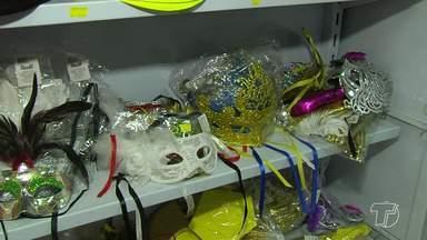 Empresários lamentam queda nas vendas de carnaval e depositam produtos para venda em 2019 - A expectativa de vendas nãos foi superada este ano. Os produtos que não foram vendidos voltarão aos depósitos.