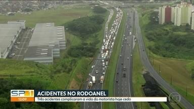 Acidentes complicam a vida dos motoristas no Rodoanel - Três batidas envolvendo carretas e carros causaram grandes congestionamentos nos dois sentidos do Rodoanel hoje de manhã.