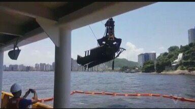 Retirada de contêineres deve ser retomada nesta quinta-feira - Contêineres caíram no mar em agosto do ano passado.