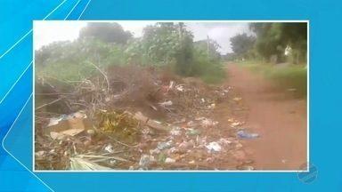 Bairro de Ladário fica lotado de lixo no chão - O secretário de infraestrutura da cidade disse que deve começar um mutirão de limpeza no bairro na segunda-feira (19).