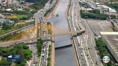 Marginal Tietê e Av. Tiradentes têm trânsito pesado - Movimento no sentido Ayrton Senna da Marginal e no Corredor Norte-Sul são intensos com alguns pontos de parada
