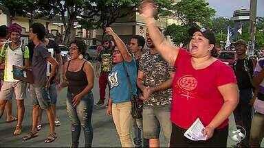 Estudantes realizamum protesto em Caruaru devido aumento de passagem - Manifestação aconteceu na tarde desta segunda-feira (19)