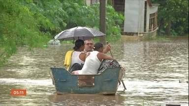 Água da chuva alaga casas e interdita trechos da BR-262 em Mato Grosso do Sul - Em Aquidauana, barcos foram usados para resgatar moradores. Confira a previsão do tempo para todo o país nesta quarta-feira (21). Confira a previsão do tempo para todo o país nesta quarta (21).