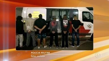 Grupo suspeito de roubar carros é preso em Itatiba - A Polícia Militar prendeu um grupo suspeito de roubar veículos na noite desta terça-feira (20), em uma chácara em Itatiba (SP). Ao todo, seis pessoas foram presas.
