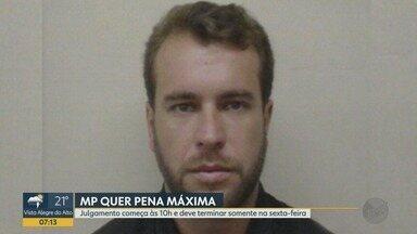 Condenado por grupo de extermínio, ex-policial é julgado por morte de dona de casa - Ricardo José Guimarães é acusado de matar Tatiana Assuzena, de 24 anos, em 2004.