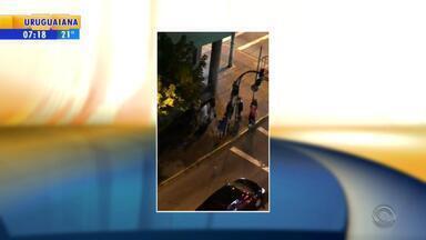 Polícia identifica seis adolescentes envolvidos na agressão a jovem em Caxias do Sul - Segundo a polícia, são quatro meninos e duas meninas, que devem respondem a ato infracional por tentativa de homicídio.