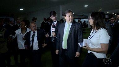"""Pacote de medidas apresentado pelo governo enfrenta resistência - Rodrigo Maia classifica medidas de """"café velho e frio""""."""