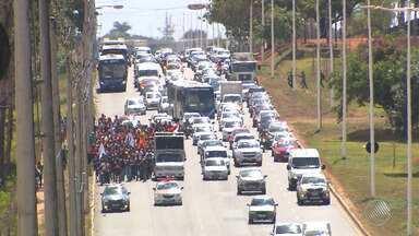Operários do metrô de Salvador realizam caminhada em protesto contra falta de segurança - A CCR metrô disse não conhecer a pauta de reivindicação dos trabalhadores.