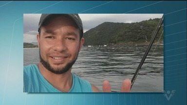 Corpo de pescador é encontrado em Bertioga - Ele estava desaparecido desde domingo e foi encontrado boiando no mar.