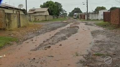 Cabral mostra situação do bairro Nova Lima e rua Bom Sucesso, em Campo Grande - Os moradores da região reclamam dos problemas.