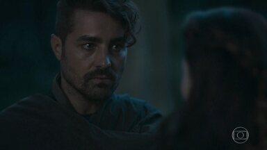 Virgílio quer que Brice lance novo feitiço em Amália - A feiticeira afirma que em Amália existe uma força que não a deixa esquecer de Afonso