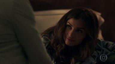 Lívia garante a Gael que está feliz com Mariano - A filha de Sophia pergunta por que o irmão tratou seu namorado tão mal durante o jantar de apresentação