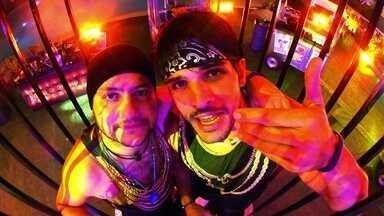 Diego e Lucas mandam recado para as noivas - Brothers curtem a festa da noite