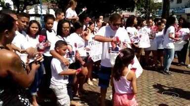 Parentes e amigos de morto por motorista de ônibus protestam em Vitória - Eles pediram justiça, neste sábado (24).