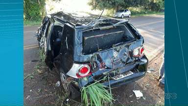 Carro capota e deixa três feridos na PR-060 - O acidente foi entre Sertaneja e Sertanópolis.