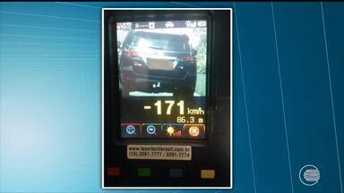 PRF flagra motoristas trafegando acima dos 170 km/h - PRF flagra motoristas trafegando acima dos 170 km/h