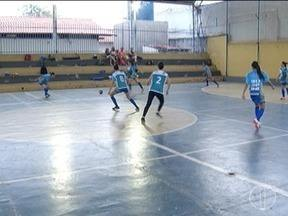 Projeto em Montes Claros incentiva a prática do futsal feminino - Equipes participam da final da Copa Futsal MOC Girls acontece neste domingo.