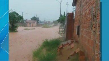 Chuva forte causa estragos na região metropolitana - Chuva forte causa estragos na região metropolitana
