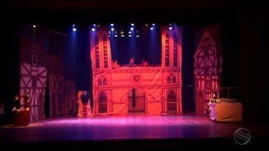 """'O Corcunda de Notre Dame' está de volta aos palcos de Aracaju - Depois de uma pausa de quatro anos, o musical """"O corcunda de Notre Dame"""" vai ser encenado no dia 25 de fevereiro, ás 17h, no palco do Teatro Tobias Barreto, em Aracaju (SE)."""