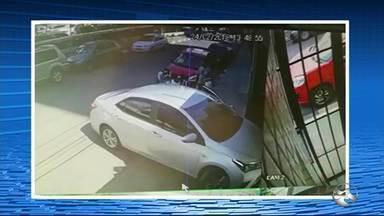 Homem é vítima de tentativa de sequestro em Caruaru - Criminosos fugiram e não foram localizados.