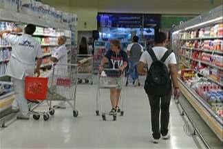 Pesquisa aponta que compras em mercados tiveram um pequeno aumento - De acordo com a Associação Brasileira de Supermercados, crise econômica tinha mudado o comportamento dos consumidores.