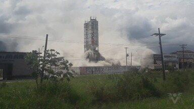 Vazamento em tanque cria nuvem gigante de cimento em Bertioga, SP - Incidente ocorreu na tarde deste sábado (24).