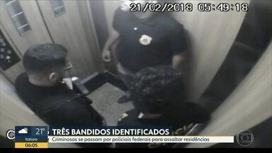 Criminosos se passam por policiais federais para assaltar residências - Investigadores já conseguiram identificar três pessoas da quadrilha que usa uniformes da Polícia Federal. Os falsos agentes assaltam apartamentos simulando operações daPF.