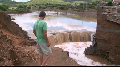 Barragem de açude no Sertão rompe após chuvas - Chuvas foram intensas nos últimos dias no interior da Paraíba.