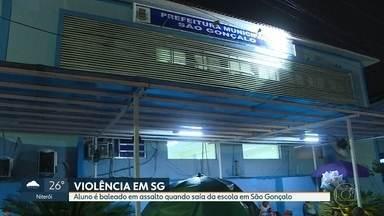 Estudante é baleado em assalto perto da escola em São Gonçalo - Ele e amigo foram rendidos quando saíam da escola,.Aluno foi operado e passa bem.