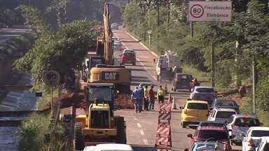 Caminhões e ônibus são proibidos de trafegar pela Marginal Botafogo, em Goiânia - Restrição deve durar três meses, prazo para obras de reparo na via.