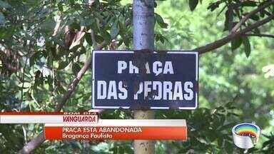 Moradores da Vila Garcia, em Bragança Paulista, reclamam do mato alto - Eles cobram solução da prefeitura.