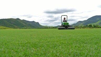Maracanã vai receber novo gramado cultivado em Saquarema, RJ, a partir de quinta-feira - Assista a seguir.